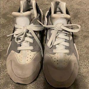 Nike Shoes - Nike Huaraches